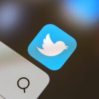 Twitter. Konta, które mijają się z jakością